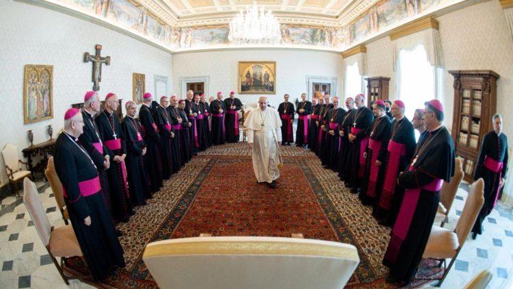 Proximité du Pape François avec les évêques français en visite